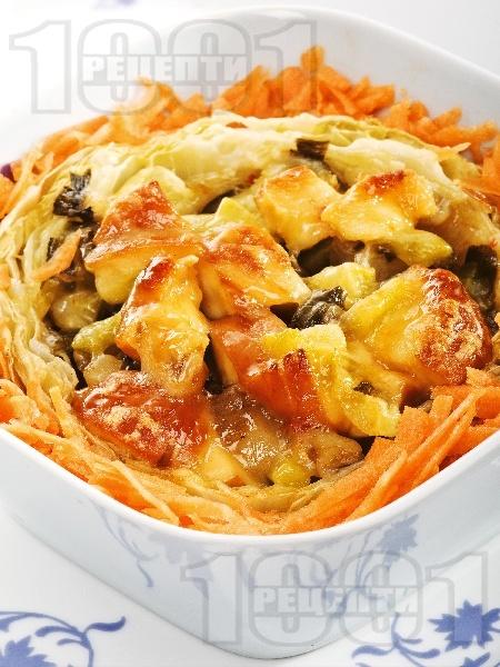 Пълнена зелка с пилешко месо, картофи и тиквички - снимка на рецептата
